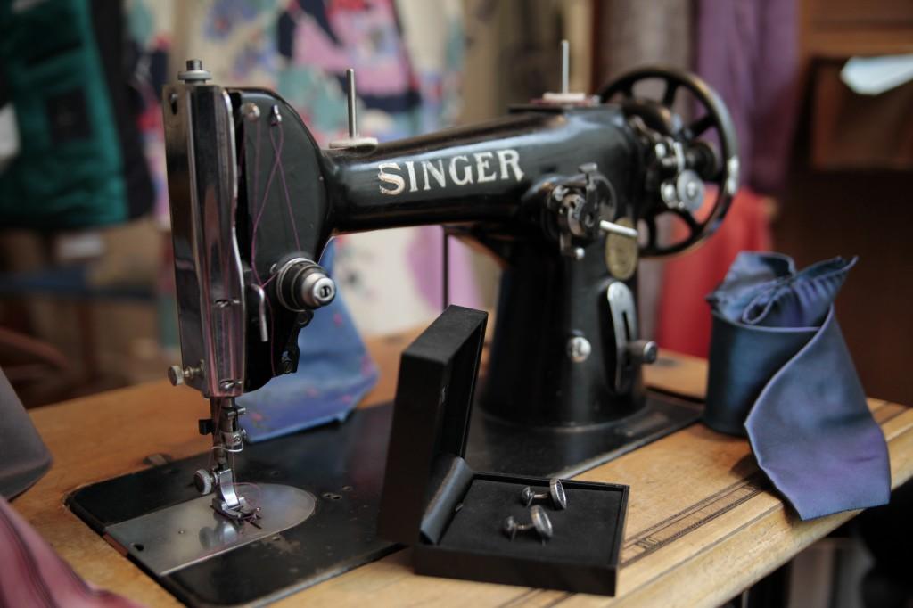 In Eva Reidls Atelier rattern die Nähmaschinen.